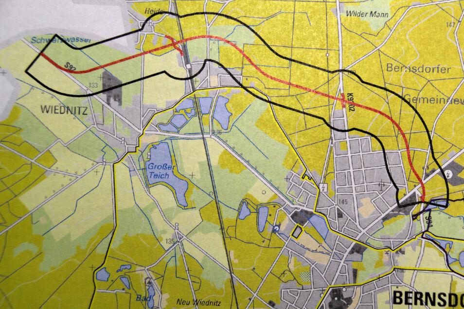 Die rot markierte Trasse einer möglichen Umgehungsstraße (S 92) von Bernsdorf und Wiednitz ist die Variante, die sich in Bernsdorf und Wiednitz niemand wünscht.