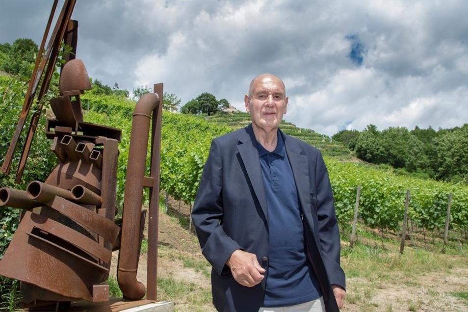 """""""Ich nehme das, was mir gefällt"""", sagt Kunstprofessor Rainer Beck zu den Skulpturen."""
