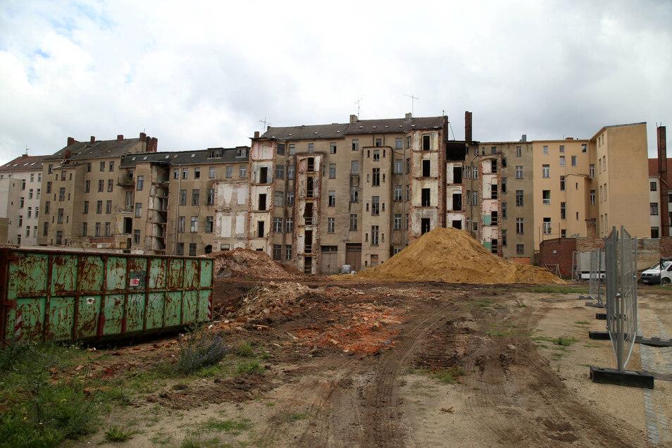 Hinter dem Landratsamt zwischen Berliner Straße und Salomonstraße wird abgerissen.