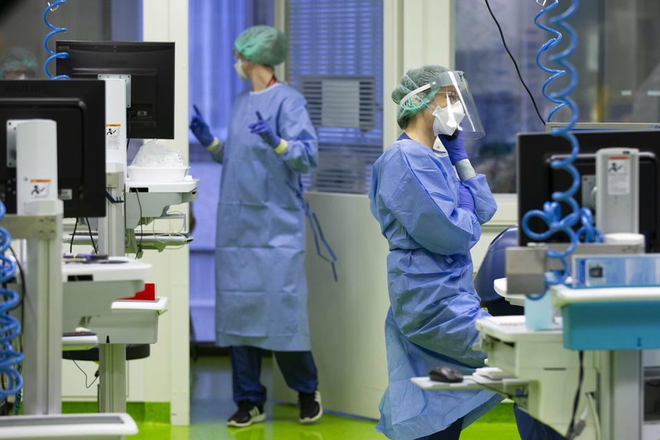 Die Zahl der Corona-Neuinfektionen und -Todesfälle in Deutschland ist weiter hoch.