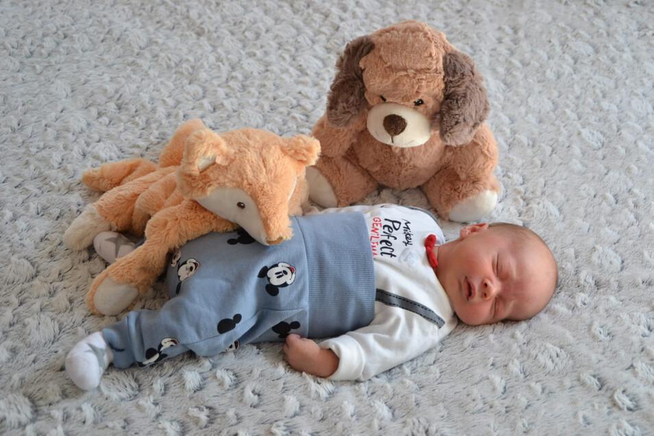 Kurt Taubert, geboren am 19. März, Geburtsort: Pirna, Größe: 50 Zentimeter, Gewicht: 3.365 Gramm, Eltern: Elisa Taubert und Eric Bergmann, Wohnort: Sebnitz