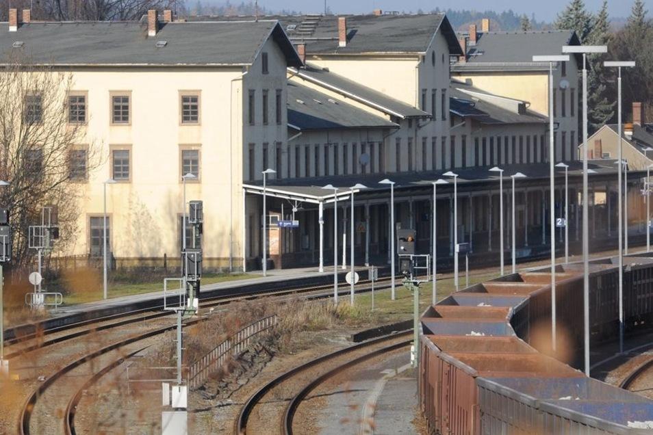 Bahnhof Ebersbach. Auch hierfür gab es schon Pläne: Seniorenwohnungen, Café und eine Markthalle.