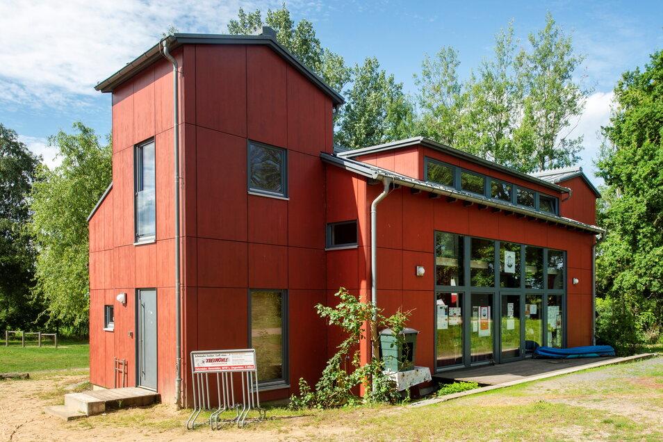 Das Rote Haus am Dippelsdorfer Teich im Ortsteil Friedewald.