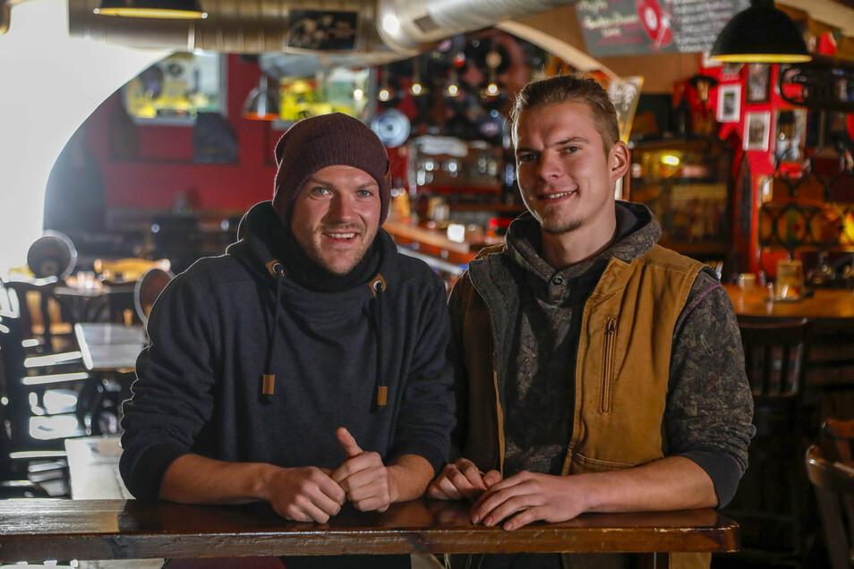 """Julian Dutschke (links) und Christoph Gerlach haben das """"Vinyl"""" vorsorglich geschlossen, nachdem mehrere Corona-Fälle nach einer Party bekannt wurden."""