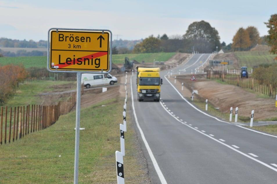 Die S44 zwischen Leisnig und Brösen ist beim Ausbau 2013 breiter geworden. Die meisten der Eigentümer, die dafür Land hergeben mussten, sind bis heute dafür nicht entschädigt worden. Auch bei anderen realisierten Bauprojekten soll das der Fall sein.