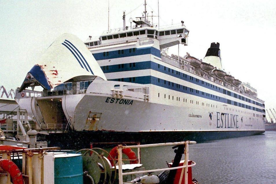 """Die estnische Ostseefähre """"Estonia"""" im Hafen von Tallinn kurz vor ihrem Untergang 1994."""