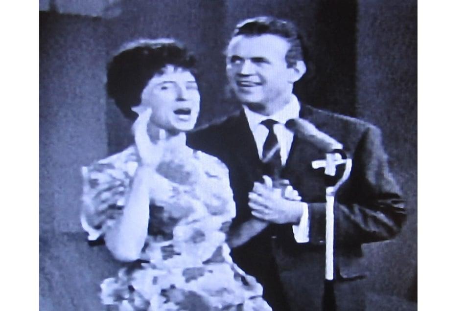 """Immer wieder waren Künstler des Görlitzer Theaters auch im Fernsehen der DDR zu Gast – hier Helga Beilschmidt und Werner Mende 1963 in der Sendung """"Das große Spiel""""."""