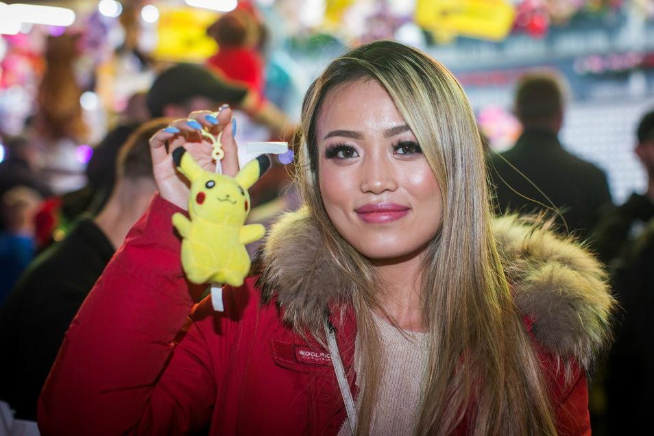 Am Ende baumelt der Lohn am Finger: ein Pikachu. Kiki zieht gut gelaunt weiter.