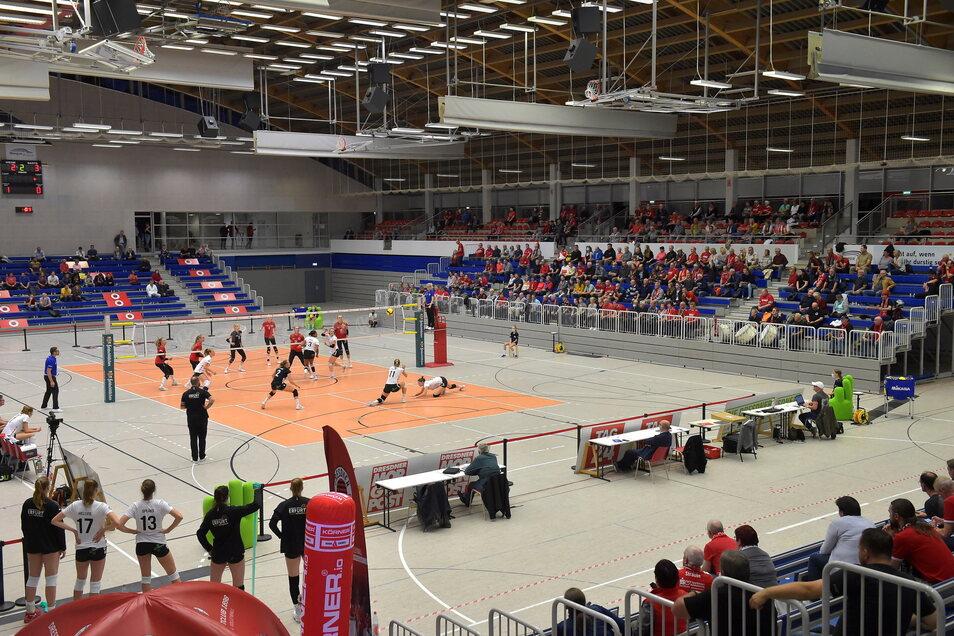 Das Dach in der Dresdner Margon-Arena ist weiterhin undicht – das könnte sowohl für die Basketballer als auch für die Volleyballerinnen ernste Konsequenzen haben.
