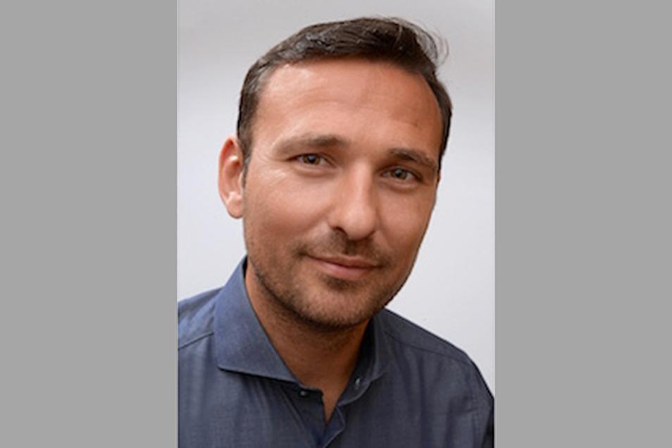 Tom Thieme wurde 1978 in Karl-Marx-Stadt geboren. Der Politikwissenschaftler und Extremismusforscher lehrt an der TU Chemnitz und an der Sächsischen Polizeihochschule.