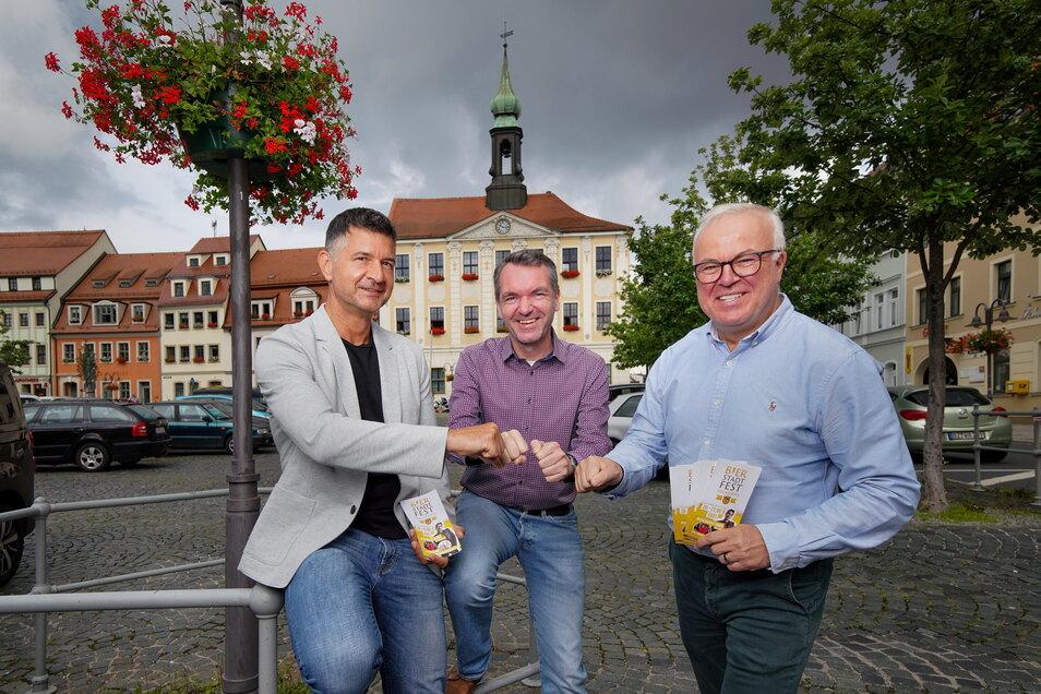 Jens Richter vom Gewerbeverein, Marco Wagner von der Stadtverwaltung und Agenturchef Frank Schröder (v.l.) haben das Bierstadtfest maßgeblich organisiert. Sie freuen sich auf drei tolle Tage vom 20. bis 22. August.