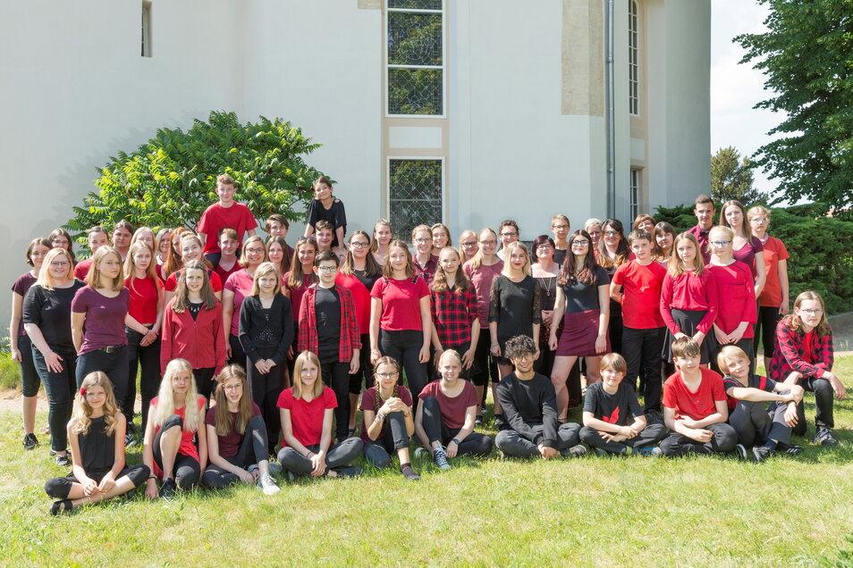 Der Jugendchor Großenhain-Reinersdorf-Ebersbach bei seinem letzten Sommer-Konzert in Reinersdorf 2018.