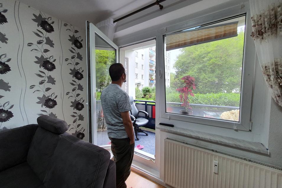"""""""Ich bin Deutschland dankbar."""" Mohammad in seiner Wohnung in Sachsen."""