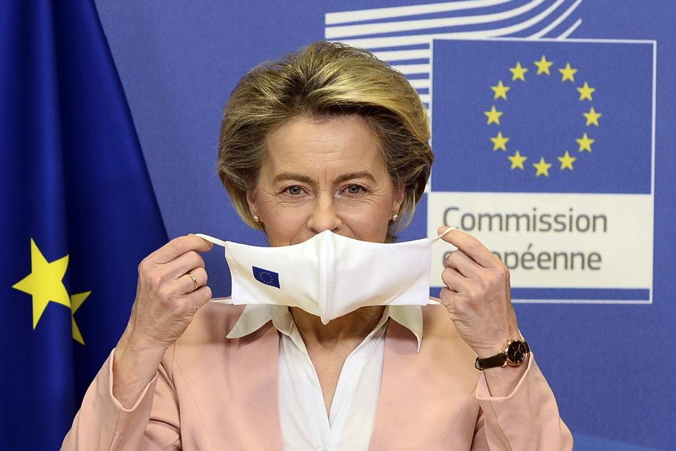 Sie muss sich mit heftiger Kritik an der Beschaffung von Impfstoff für die EU-Staaten auseinandersetzen: Kommissionspräsidentin Ursula von der Leyen und ihre Behörde stehen seit Tagen massiv unter Druck.