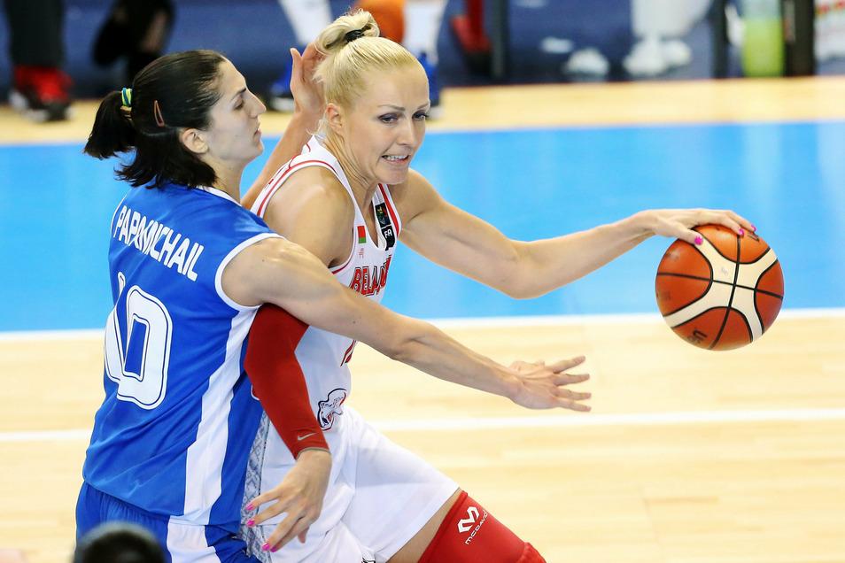 Die Basketballerin Jelena Lewtschenko wurde fstgenommen, weil sie sich an Protesten gegen Lukaschenko beteiligt hatte.