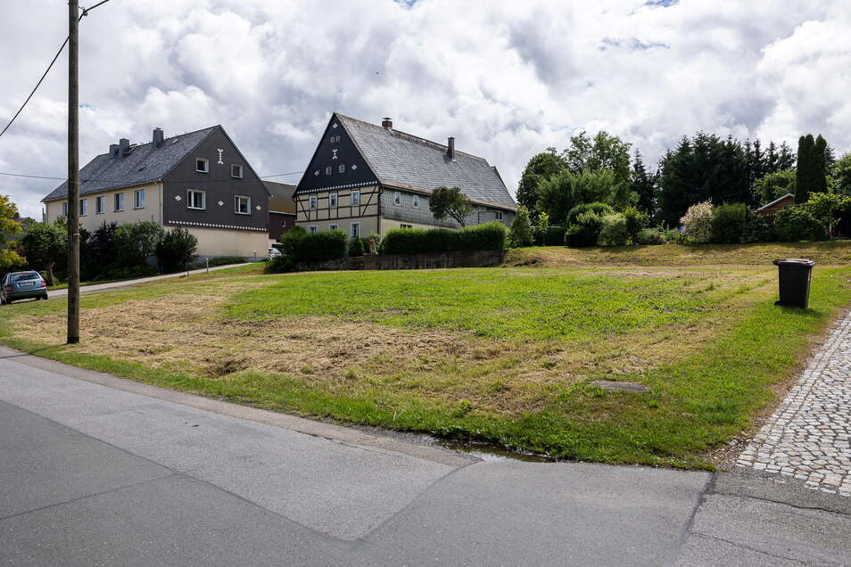 Hier stand einst die Molkerei in Pretzschendorf, bis sie vor zehn Jahren abgerissen wurde. Jetzt bietet die Gemeinde die Fläche als Bauland an.