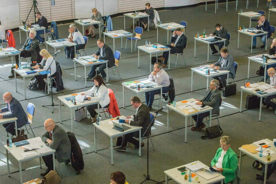 Sitzung des Kreisrates in der Sporthalle des Beruflichen Schulzentrums in Görlitz: Ein Test ist nicht erforderlich.
