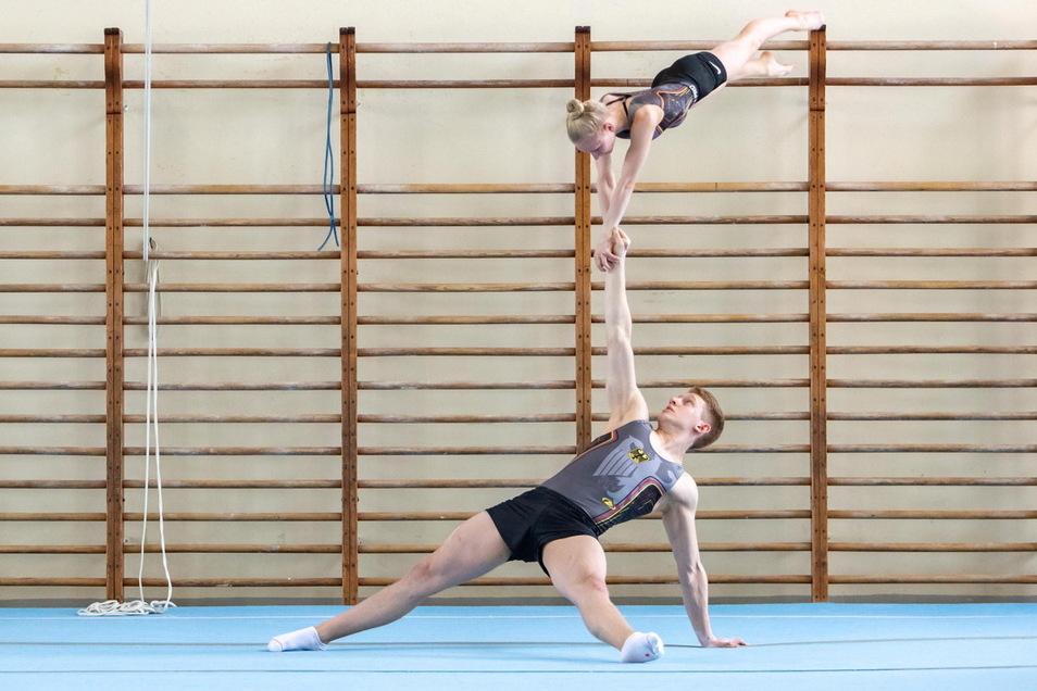 Daniel Blintsov und Pia Schütze bei der WM-Vorbereitung in der Riesaer Stadtsporthalle.