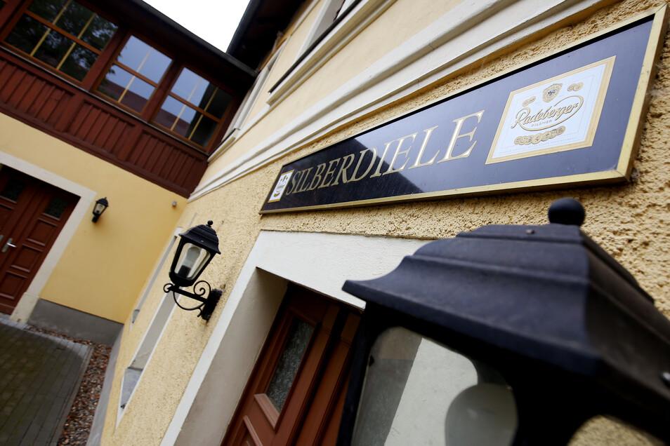 In der ehemaligen Gaststätte Silberdiele soll künftig neben dem Ortsamt und dem Hort ein Jugendclub untergebracht werden.