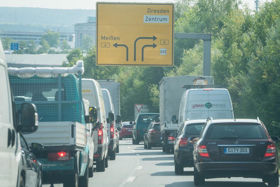 Es staute sich nicht nur bis zur Autobahnabfahrt Altstadt zurück. Bis nach Meißen standen die Autofahrer.