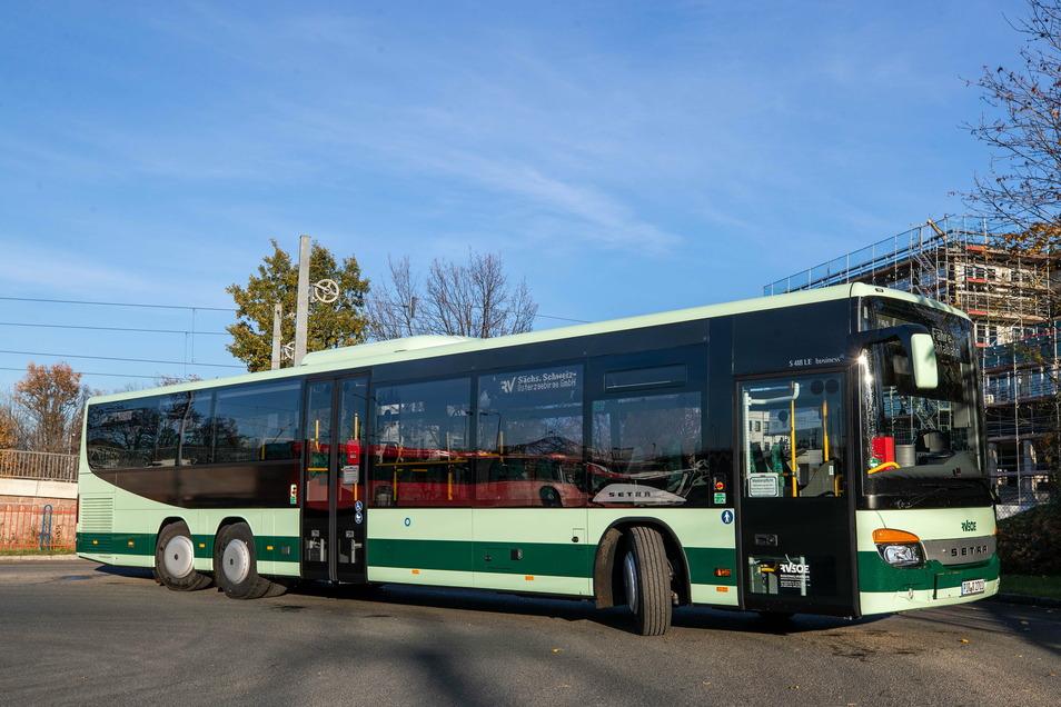 Die RVSOE hat vier neue Busse im Einsatz. Eine Besonderheit ist die größere Tür im Einstieg vorn.