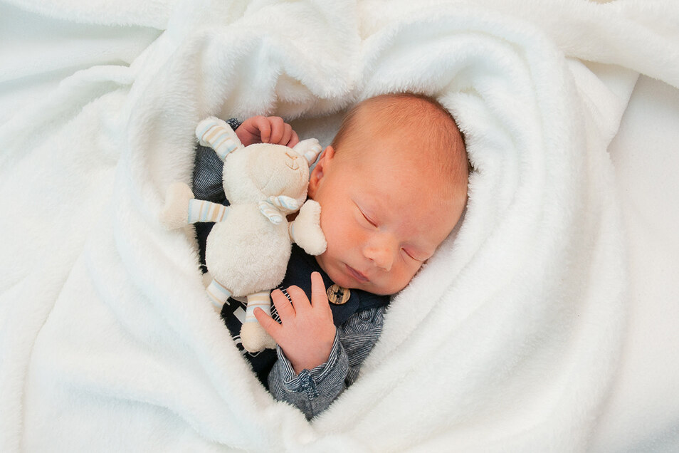 Raphael Senf, geboren am 31. Oktober, Geburtsort: Universitätsklinikum Dresden, Gewicht: 2.855 Gramm, Größe: 47 Zentimeter, Eltern: Janine Scheibe und Kai Senf, Wohnort: Großröhrsdorf