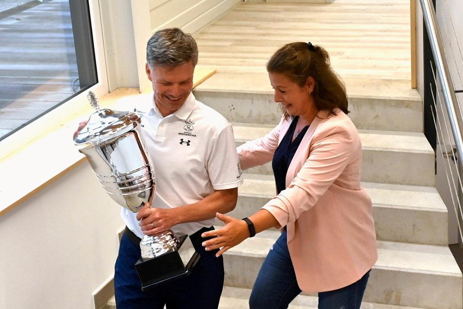 Den ersten Pokal haben die Monarchs um Cheftrainer Ullrich Däuber als Nordmeister schon mal sicher. Die Trophäe gab's für den Staffelsieg in der German Football League.