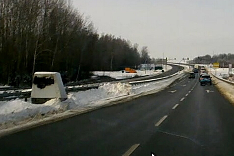 Ende März wurde dieser Blitzer zum ersten Mal auf der B 173 bei Kesselsdorf aufgebaut. Es gab zwei Anschläge auf das Gerät.