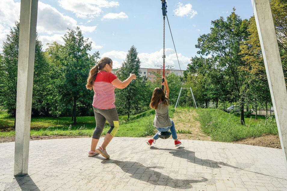 Auf dem neuen Spielplatz im Bautzener Gesundbrunnen gibt es bereits eine Seilbahn, ...