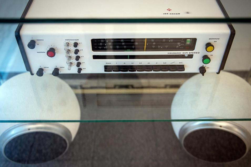 Das Rundfunkgerät RK 5 sensit und die Lautsprecher K 20 sensit von Heliradio entwarfen Karl Clauss Dietel und Lutz Rudolphgemeinsam.