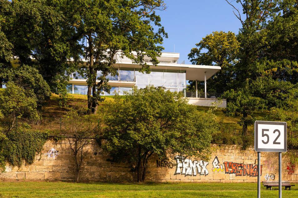 Die Villa Haus Wagner liegt direkt an der Elbe.