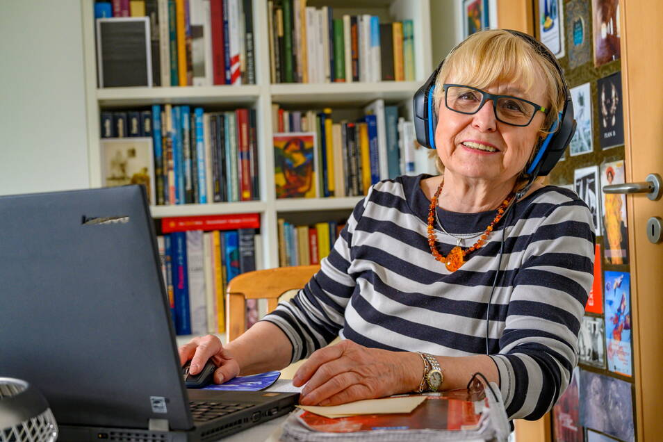 79 Jahre und inzwischen sicher und häufig online: Christine Bauer aus Chemnitz.