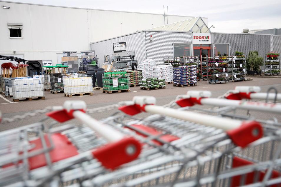 Beim Toom-Baumarkt im Riesaer Riesapark konnte man schon am Dienstagvormittag ganz normal einkaufen.