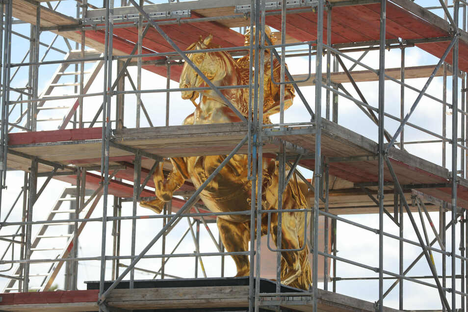 Barocker Glanz: Der Goldene Reiter an der Augustusbrücke steht für Dresdens glorreiche Zeiten. Kann er heute noch Identität schaffen, Heimatgefühl erzeugen? Zurzeit wird er restauriert, weil er immer wieder illegal bestiegen und beschmiert wird.