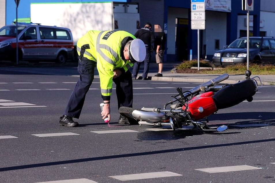 Bei dem Unfall am Mittwochmorgen wurde  ein jugendlicher Mopedfahrer verletzt.