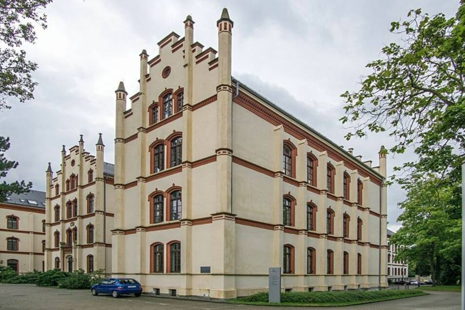 Im Seminargebäude in den Schilleranlagen befindet sich heute das Berufliche Schulzentrum für Wirtschaft und Technik.