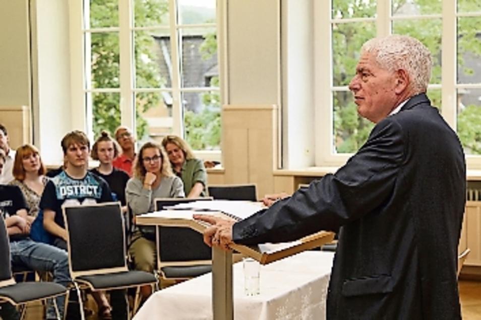 osef Schuster., Präsident des Zentralrats der Juden, hat in der Aula des Lessing-Gymnasiums gesprochen. Sein Vorgänger Ignaz Bubis war vor 20 Jahren in Döbeln.