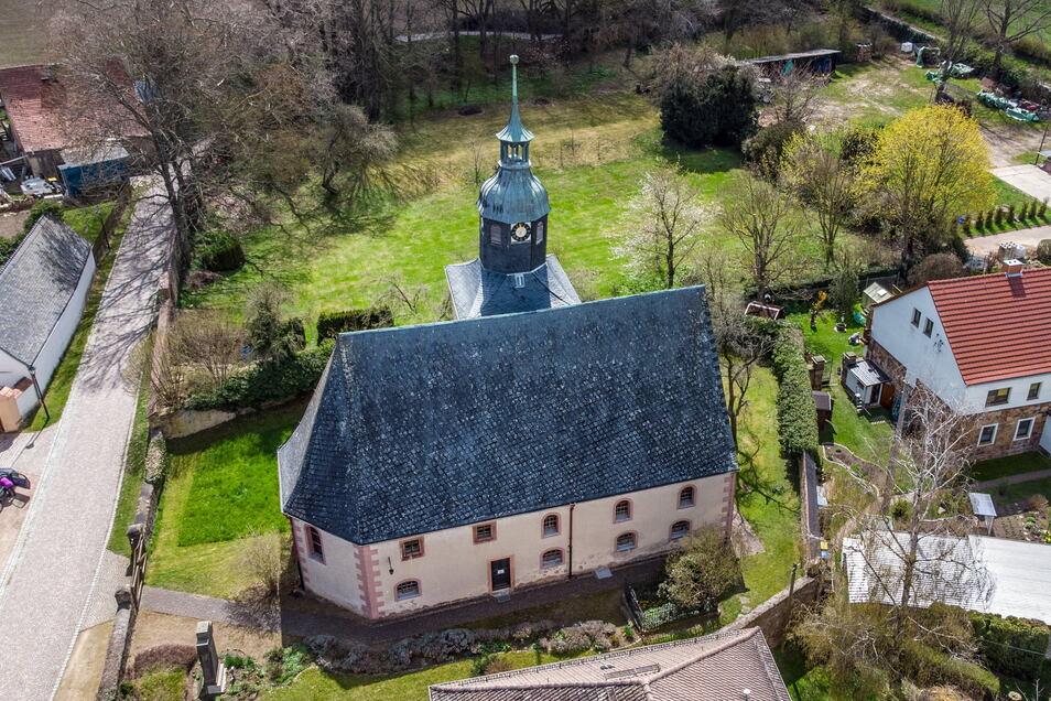Die Konstruktion unter dem Dach der Kirche in Mockritz bei Großweitzschen ist kaputt. Nun versucht die Kirchgemeinde Fördermittel für die Sanierung zu bekommen.