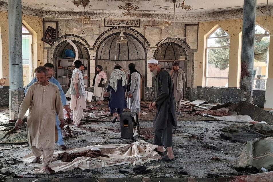 In der Provinz Kundus im Norden Afghanistans sind bei einer Explosion in einer Moschee mehrere Menschen ums Leben gekommen.