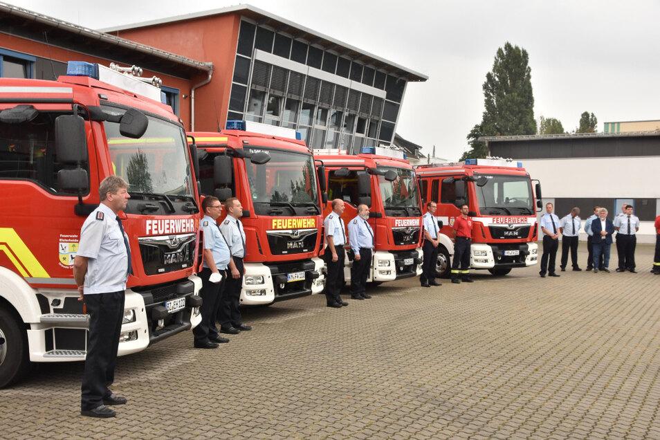 Diese vier Mittleren Löschfahrzeuge nehmen jetzt im Landkreis Bautzen ihren Dienst auf. Am Mittwoch erfolgte die feierliche Indienststellung.