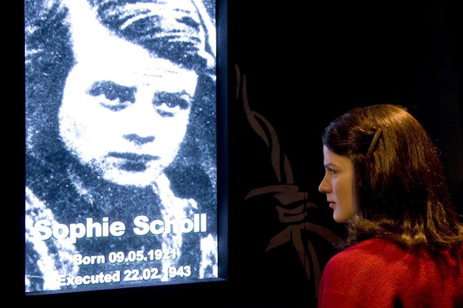 Sophie Scholl, geboren am 9. Mai 1921, war zusammen mit ihrem Bruder Hans Mitglied der Widerstandsgruppe Weiße Rose. Beide wurden 1943 von den Nationalsozialisten hingerichtet.