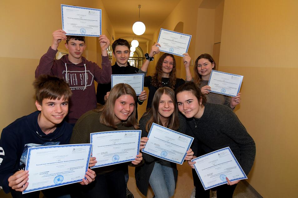 Die Neunt- und Zehntklässler des Lessing-Gymnasiums besitzen gute Grundkenntnisse in der russischen Sprache. Das haben sie jetzt schwarz auf weiß.