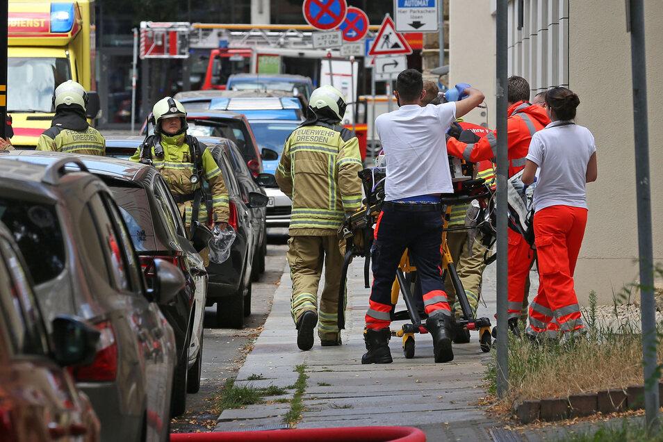 Die Feuerwehrleute konnten den Bewohner bergen, bevor es zu spät war.