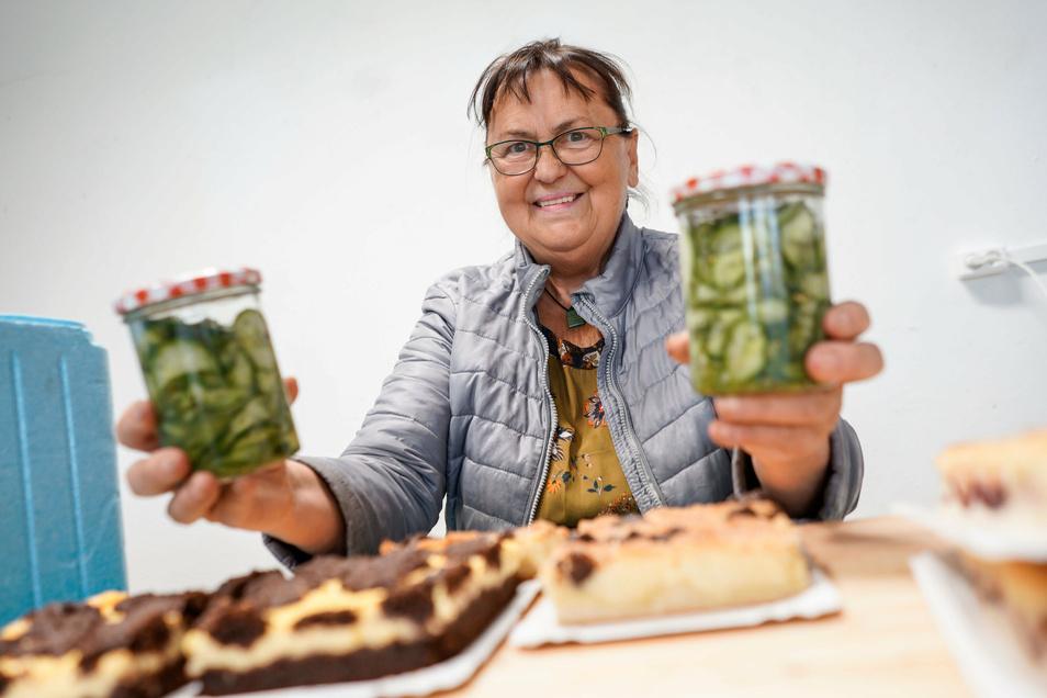 Monika Wauer von Wauers Hofladen in Neschwitz schätzt an der Marktschwärmerei in Bautzen den direkten Kontakt mit den Kunden.