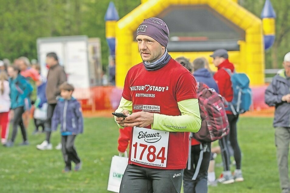 Dr. Stephan Meyer ist passionierter Läufer und Orientierungsläufer – der es sich unter anderem nicht nehmen lässt, auch mal selbst zu starten, hier beim Zittauer Gebirgslauf- und Wandertreff.