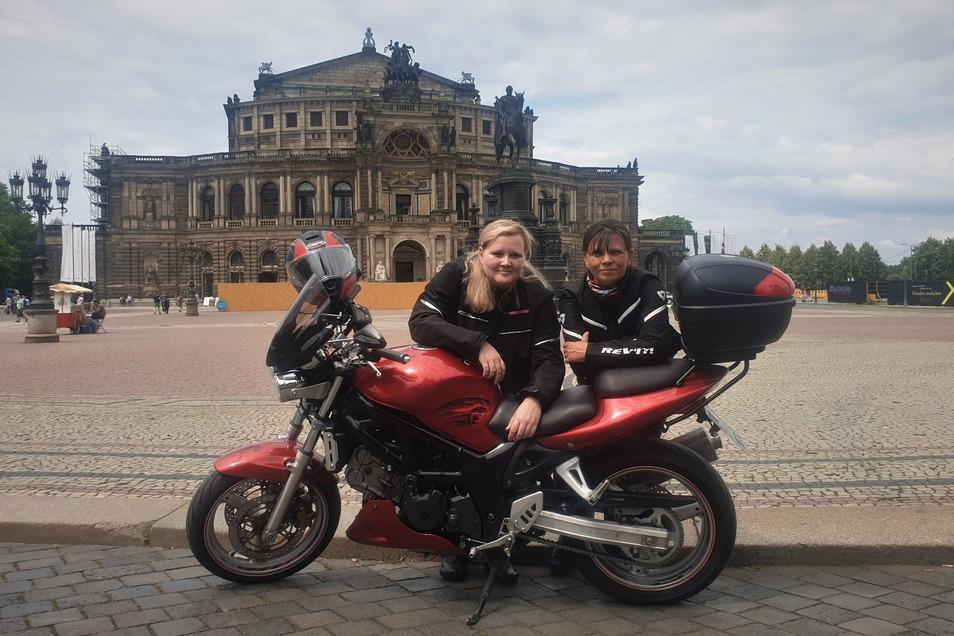 Mona Salomo-Brendel und ihrer Tochter Sara finden Fahrverbote nur für Motorräder ungerecht und organisieren deshalb eine Demonstration.