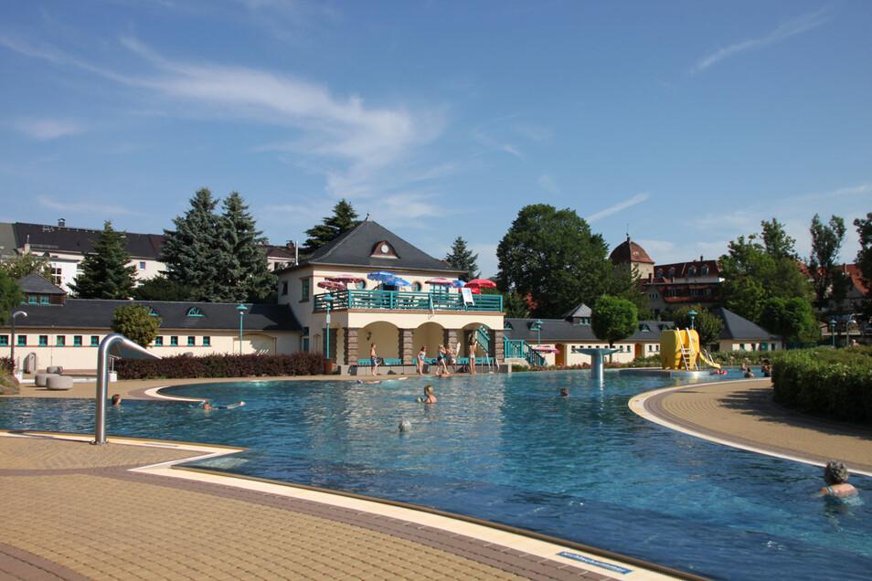 Das Freibad Bischofswerda. Mit dem Ferienpass darf man es in den Sommerferien sechsmal kostenfrei besuchen.