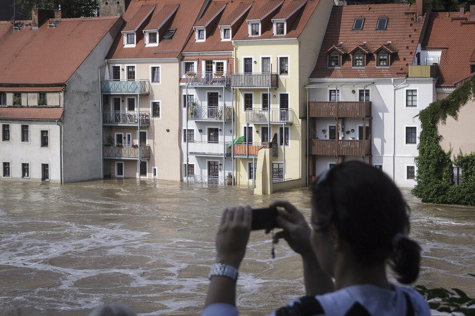 Die Mieter der Parterrewohnungen in der Görlitzer Hotherstraße verloren bei dem Hochwasser fast all ihr Hab und Gut.
