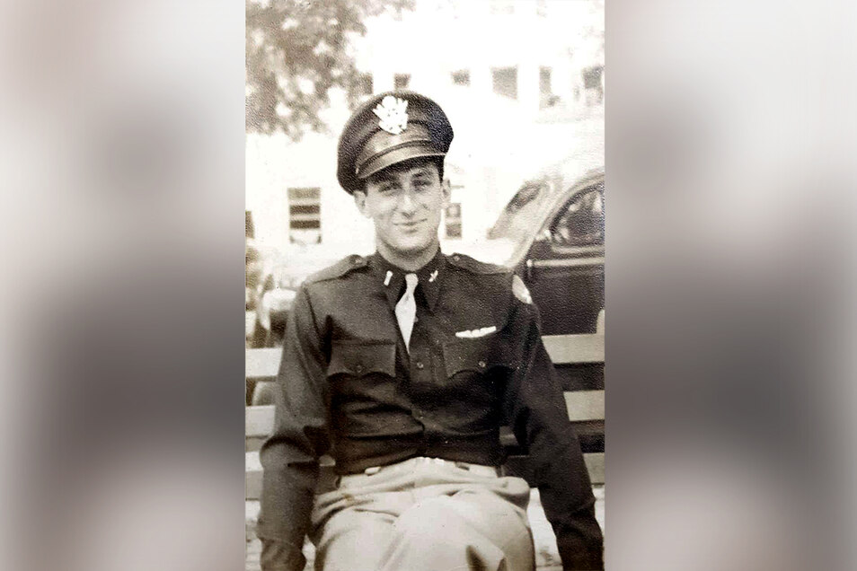 Der Bomberpilot Norman Shane wurde am 17. April 1945 auf einem Acker bei Reinhardtsgrimma von einem SS-Mann erschossen.