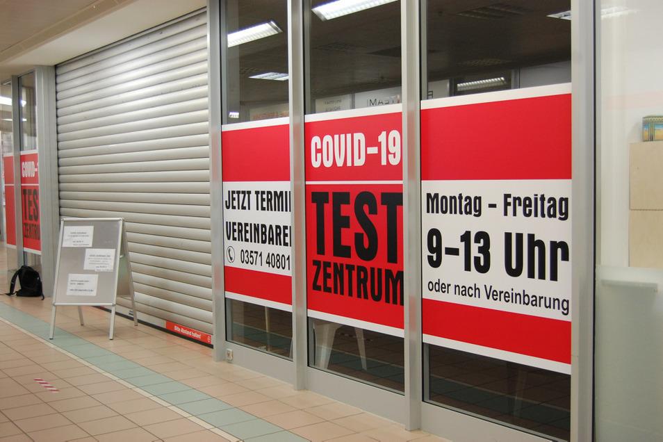 Hoyerswerdas Geschwister-Zeitz-Apotheken haben ein Testzentrum im Treff-8-Center eingerichtet. Noch ist es allerdings nicht täglich geöffnet.